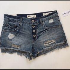 Bullhead shorts Pacsun Bullhead shorts, in perfect condition! SIZE 5 Bullhead Shorts Jean Shorts