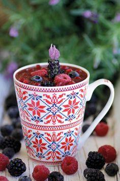 Kamille gehört zu den ältesten und beliebtesten Arzneimittelpflanzen Europas. Die aromatischen Beeren machen daraus einen fruchtigen Feel-Good-Drink für den Winter.