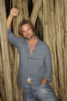 """Lost S3 Josh Holloway as """"James 'Sawyer' Ford"""""""