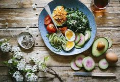 A keto diet is a very low-carb diet. What can you eat on a ketogenetic diet? Heart Healthy Diet, Healthy Foods To Eat, Healthy Dinner Recipes, Diet Recipes, Healthy Snacks, Healthy Eating, Tasty Meals, Egg Recipes, Healthy Weight