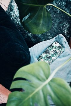 Monstera Jungle by lovely @mariellelindahl - Fashion case phone cases iphone inspiration iDeal of Sweden #green #leaf #palm #tropical #gold #fashion #inspo #iphone