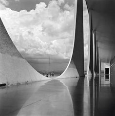 Click above to see larger image - Brasilia under construction. Photography © Marcel Gautherot.