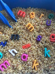 Letters net pincet eruit halen.