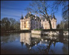 Azay le Rideau Castle, Tours, France, in the middle of wine country, Loire Valley. Loire Valley Wine, Paris Architecture, My Fantasy World, Castle House, Where To Go, Cool Places To Visit, Beautiful Places, Building, Castles