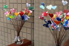 ¡Animate a decorar con Origami!  Un ramo de corazones, para regalar o regalarse, ideal para sumar colores a un rincón del living.  /www.etsy.com