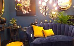 Le Violet, une couleur de Prince | leszateliers Pantone, Sofa, Couch, Violet, Decoration, Prince, Chandelier, Ceiling Lights, Furniture