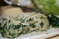 Kuskus připravíme dle návodu, ale místo vody použijeme bujón. Na velké pánvi s olivovým olejem prohřejeme česnek, přidáme špenát, lehce osolíme a... Raw Food Recipes, Couscous, Vegan Vegetarian, Potato Salad, Health Fitness, Menu, Vegetables, Cooking, Ethnic Recipes