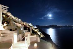 Residence Suites || Residence Suites offers a collection of individually decorated suites and studios on the top of the cliff, in Oia Village.
