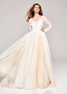 Uza, robe de mariée Sylwia Kopczynska à Paris.  #robedemariée #robesdemariée #weddingdress #weddingdresses #sylwiakopczynska