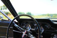 Du kannst unsere Oldtimer für ein paar Stunden, einen Abend, einen ganzen Tag, ein Wochenende oder auch für länger mieten. Setze Dich selber hinters Steuer und erkunde mit einem unserer liebevoll gepflegten Oldtimer einsame Landstraßen und historische Altstädte in Norddeutschland und Süddänemark. Ein echtes Erlebnis, das Du so schnell nicht vergessen wirst. #oldtimertour #fordmustang #classiccars #oldtimerfahren #vintagecars #derechtenorden Ford Mustang, Classic, Left Out, Tours, Explore, Couple, Antique Cars, Derby, Ford Mustangs