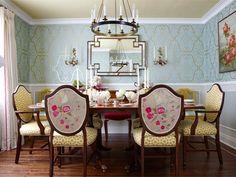 Interior designer Sarah Richardson created this elegant dining room. Diy Dining Room Table, White Dining Room Chairs, Elegant Dining Room, Dining Room Design, Living Room Chairs, Dining Room Furniture, Arm Chairs, Dining Rooms, Blue Chairs