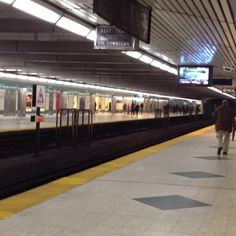 Bloor Street subway station looking north on the Yonge line