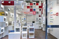 Caterina Tiazzoldi: illy shop a Milano. Photo Luca Campigotto