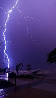 Lightning at Shorncliffe pier, Sandgate, Brisbane (Queensland, Australia). Lightning Photography, Nature Photography, Storm Photography, White Photography, Photography Tips, Aesthetic Backgrounds, Aesthetic Wallpapers, Wallpaper Fofos, Shotting Photo
