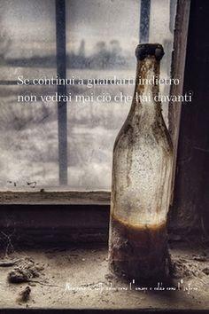 Nero come la notte dolce come l'amore caldo come l'inferno: se continui a guardarti indietro non vedrai mai ciò che hai davanti (cit.)