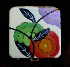 https://flic.kr/p/9iZFUE | Putting it on Thick | Tiny compact powder case richly enamelled with a floral arrangement. Marked 'Divine', the case was marketed by the Industrial Trading Corporation of Chicago IL. Made in the late 1920s the case manufacturer has yet to be determined. Image courtesy of Frank Sternad.