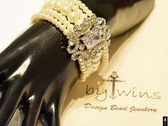 Bridal bracelet Wedding jewelrybridal jewelry Pearl by BYTWINS Crystal Bracelets, Pearl Bracelet, Pearl Jewelry, Wedding Jewelry, Antique Jewelry, Wedding Rings, Bridesmaid Bracelet, Wedding Bracelet, Ivory Pearl