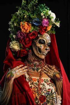 Winner of the Catrina body paint contest in Mexico : pics Sugar Skull Girl, Sugar Skull Makeup, Sugar Skulls, Halloween Makeup Looks, Halloween Make Up, Halloween Photos, Maquillage Sugar Skull, Catrina Costume, Art Visage