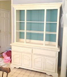 I'm loving the idea of painting an accent color onto the back of hutches ... need to find an ugly old hutch and work some magic!