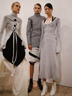 Proenza Schouler New York<<< ok but is anyone else thinking like high fashion abnegation crossed with some candor? Runway Fashion, High Fashion, Fashion Show, Fashion Outfits, Womens Fashion, Fashion Trends, Mode Renaissance, Mode 3d, Fashion Details