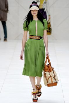 Celebrities who wear, use, or own Burberry Prorsum Spring 2012 RTW Pleated Dress. Also discover the movies, TV shows, and events associated with Burberry Prorsum Spring 2012 RTW Pleated Dress. Fashion Week, I Love Fashion, Paris Fashion, Runway Fashion, High Fashion, Fashion Show, Fashion Design, Fashion Trends, Fashion Inspiration