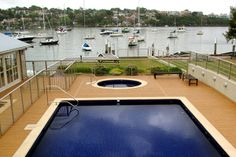 Kompozit ürünler, havuz kenarların da ,bahçe ve balkon yer döşemelerin de yeni bir soluk. www.yerevdekor.com 'da