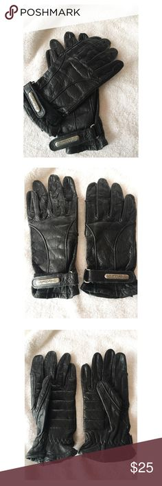 Harley Davidson Leather Gloves This pair of Leather Harley Davidson Gloves are on great condition and a size X-Small.  They are black with a velcro adjustment at the wrists. Harley-Davidson Accessories Gloves & Mittens