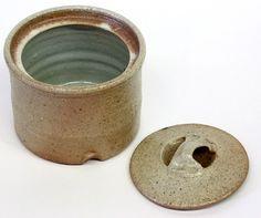 byron temple   4550: Studio art pottery, Byron Temple : Lot 4550