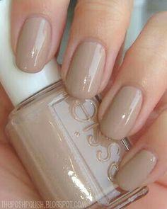 Nude clássico essie nails