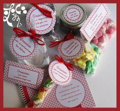 Detalle de la cesta de regalo de agradecimiento a los profesores.