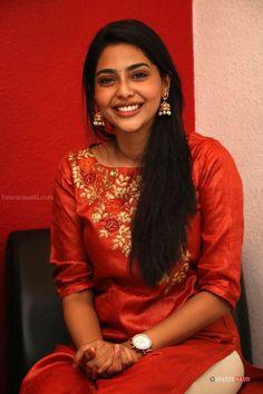 South Indian Actress Hot, Indian Bollywood Actress, Most Beautiful Indian Actress, Beautiful Asian Girls, Indian Actresses, Beautiful Ladies, Indian Photoshoot, Saree Photoshoot, Simple Kurta Designs