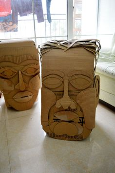 épinglé par ❃❀CM❁✿big head made of cardbox- tutorial Cardboard Costume, Cardboard Mask, Cardboard Sculpture, Cardboard Crafts, Sculpture Lessons, Sculpture Projects, Sculpture Art, Middle School Art, Art School