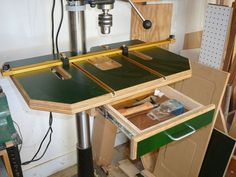 drill press tables for woodworking - Bing images Woodworking Drill Press, Woodworking Workshop, Woodworking Projects Diy, Woodworking Jigs, Popular Woodworking, Custom Woodworking, Wood Projects, Workshop Storage, Workshop Organization