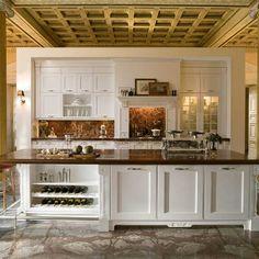 Классическая кухня с островом и декоративным порталом. Итальянская фабрик Aster. Kitchen Cabinets, Table, Furniture, Home Decor, Restaining Kitchen Cabinets, Homemade Home Decor, Kitchen Base Cabinets, Tables, Home Furnishings