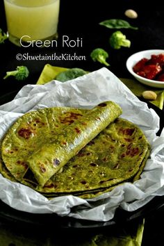 Shweta in the Kitchen: Green Roti - Spinach Broccoli Pistachio Roti - Green Chapati - Green Indian Flatbread Healthy Indian Recipes, Spicy Recipes, Vegetarian Recipes, Cooking Recipes, Spinach Indian Recipes, Ovo Vegetarian, Jamaican Recipes, Unique Recipes, Easy Recipes