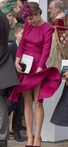 Kate Middleton Photos - Catherine, Duchess of Cambridge attends the wedding of Princess Eugenie of York to Jack Brooksbank at St. George's Chapel on October 2018 in Windsor, England. - Princess Eugenie Of York Marries Mr. Vestidos Kate Middleton, Kate Middleton Dress, Kate Middleton Photos, Kate Middleton Style, Princesa Diana, Princesa Eugenie, Princesa Kate Middleton, The Duchess, Duchess Of Cambridge