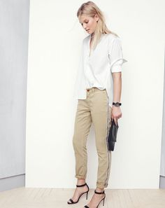 Crew shares its new arrivals for August with a recent style guide featuring models Toni Garrn and Malaika Firth. The pair wear late summer essentials… Tan Chinos, Slim Chinos, Chinos Women, Toni Garrn, Casual Tops, Casual Chic, Preppy Casual, J Crew Style, My Style