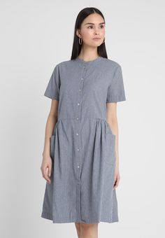 32fa834bb8 Selected Femme SFROSE DRESS - Sukienka koszulowa - medium blue melange snow  white - Zalando