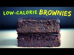 Zucchini Brownies (only 100 calories per piece!) - YouTube Low Calorie Brownies, Low Calorie Desserts, Fun Desserts, Healthy Zucchini Brownies, Healthy Cookies, Zucchini Bread, Healthy Treats, Healthy Smoothies, Smoothie Recipes