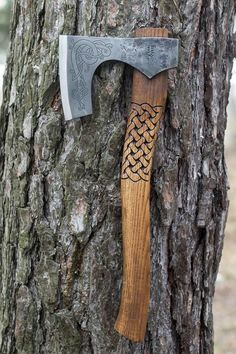 Hand Forged Viking Axe 52100 steel with etching on the head with Leather Case, Viking Bearded Axe, Camp Hatchet – Jakob Propp – bushcraft camping Viking Beard, Viking Axe, Viking Battle, Battle Axe, Vikings, Beil, Scandinavian Pattern, Hard Metal, Knife Sharpening