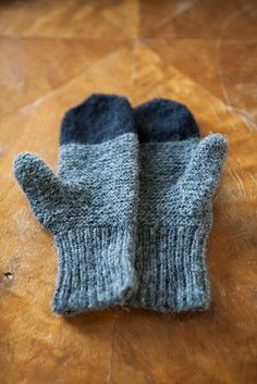 Maantie Mittens-nope can't read the patterns but can enjoy the beautiful pictures Crochet Mittens, Knitted Hats, Knit Crochet, Knitting Yarn, Baby Knitting, Knitting Patterns, Wrist Warmers, How To Purl Knit, Yarn Needle
