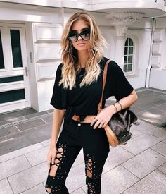 t h r a s h e r    I never thought I d see the day when ripped jeans were  on trend again..but I m not gonna lie I m feeling the look--to brunch ... a441f34aa8a10