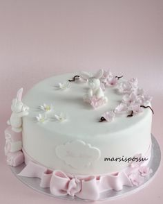 Marsispossu: Ristiäiskakku kirsikankukilla, christening cake