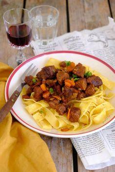 Pasta met stoofvlees Tortellini, Penne, Pasta, Mini Burgers, Creamy Mushrooms, No Cook Meals, Spinach, Catering, Spaghetti