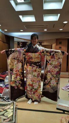 絹の柳屋★振袖コレクション♪ Kimono Top, Sari, Women, Fashion, Saree, Moda, Fashion Styles, Fashion Illustrations, Saris