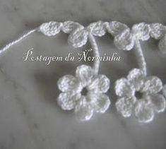 """Croche Barrando as Florzinhas do """"header"""". Crochet Edging Patterns, Crochet Lace Edging, Crochet Borders, Crochet Squares, Crochet Designs, Crochet Flowers, Crochet Feather, Diy Crafts Crochet, Japanese Crochet"""
