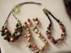 bigiotteria di fattura varia, passamaneria, decoro a mano , cartapesta , nodi cinesi bottoni a stampo floreale.