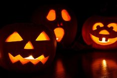 Find the best pumpkin carving ideas and patterns for Halloween 2015 here. See big photos of pumpkin faces, jack-o'-lantern patterns and a how-to video guide. Halloween Film, Happy Halloween, Photo Halloween, Casa Halloween, Halloween Sounds, Feliz Halloween, Halloween Greetings, Healthy Halloween, Costume Halloween