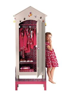 armoire roulotte fille avec penderie fleurs des champs. Black Bedroom Furniture Sets. Home Design Ideas