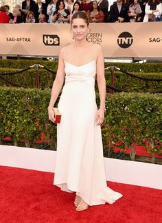 Amanda Peet in a Narciso Rodriguez dress, Marc Jacobs earrings, and Gianvito Rossi shoes 2016 sag awards